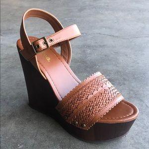 Soda Women's Platform Wedge Sandals Tan Size 9